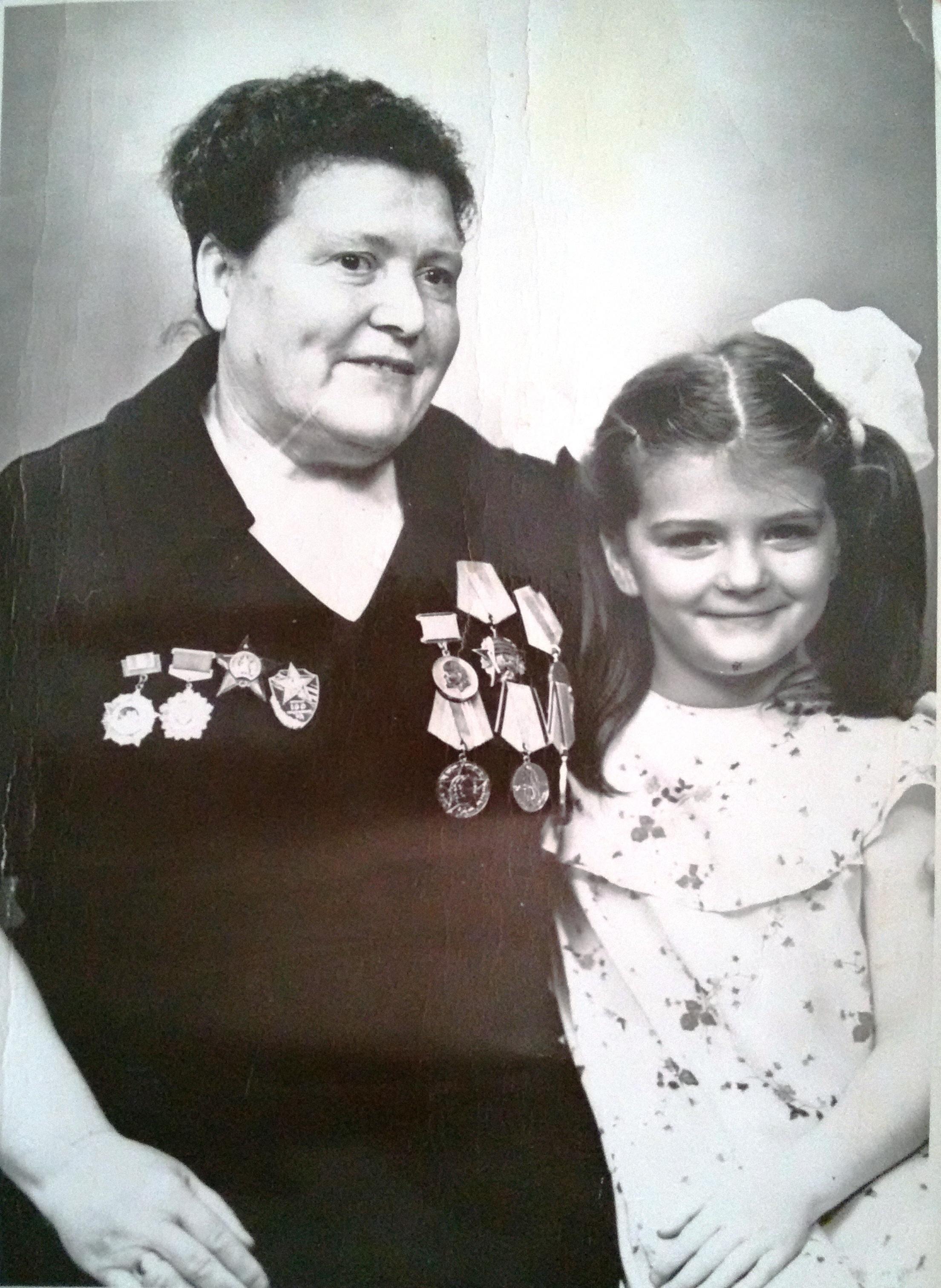 cec8a51d Награждена орденом Красной Звезды, орденом Отечественной войны II ст.,  орденом Октябрьской революции, медалью за освобождения Таганрога и другими.